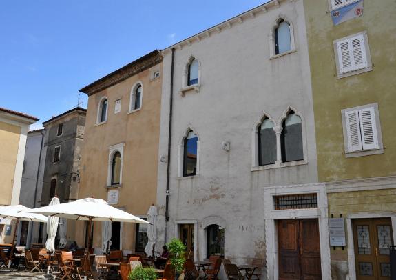 Manziolijeva palača.