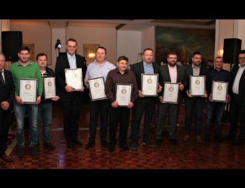 Zlati znak odličnosti v gradbeništvu prvič podeljen tudi članu OOZ Kamnik